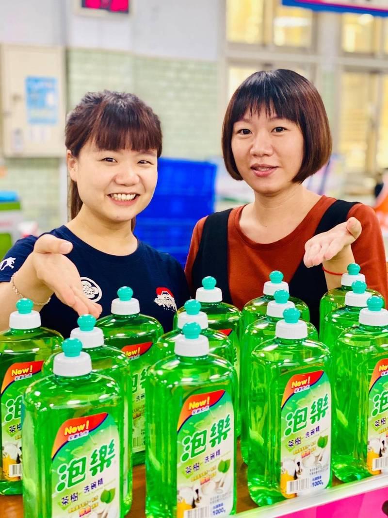 台東監理站推出早鳥繳汽燃費送洗碗精的快閃活動。(台東監理站提供)