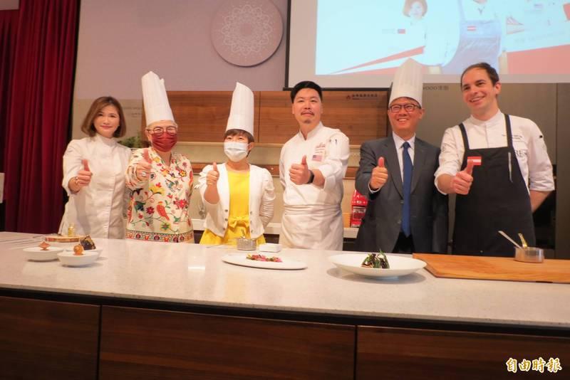 台中市觀光旅館公會邀請國際名廚展示廚藝,推廣台中在地食材。(記者蘇金鳳攝)
