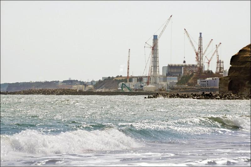 日本決2年後將福島第一核電廠的核廢水排到太平洋,圖為福島第一核電廠臨海部分。(歐新社)