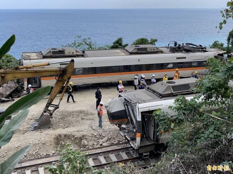 台鐵太魯閣號月初因撞上滑落鐵軌的工程車造成重大傷亡。(資料照)
