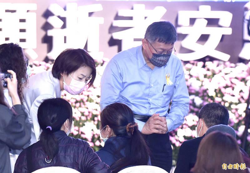 台北市長柯文哲、副市長黃珊珊出席0402台鐵408次列車事故聯合追思公祭,向家屬致意。(記者塗建榮攝)