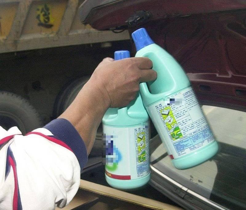 屏東縣某國中接連傳出有學生的水瓶疑遭人摻入漂白水。示意圖,與本新聞無關。(資料照)