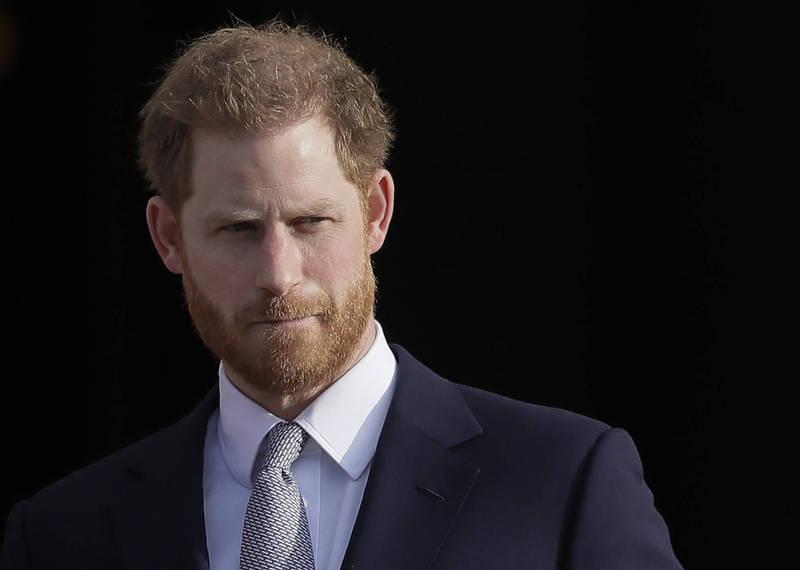 由於哈利王子(見圖)已與英國皇室斷絕關係,並被辭去三個軍事頭銜,因此他將無法穿著皇室服裝參加喪禮。(美聯社)