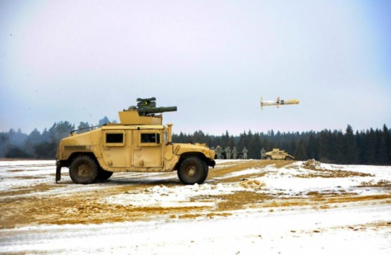 美國售台1700枚TOW-2B RF型飛彈,以及100輛新型拖式飛彈專屬悍馬車,預計在2022及2024年分批交運台灣。圖為美軍以悍馬車為載具,發射TOW-2B RF型飛彈。(圖:擷取自美國陸軍官網)