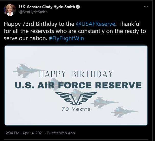 海德史密斯的貼文誤用俄軍機慶祝美國空軍預備役司令部生日。(圖片取自網路)