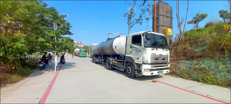 台中市首部大型RO級淨水設備啟動供水,每日可供應500噸產業用水。(水利局提供)