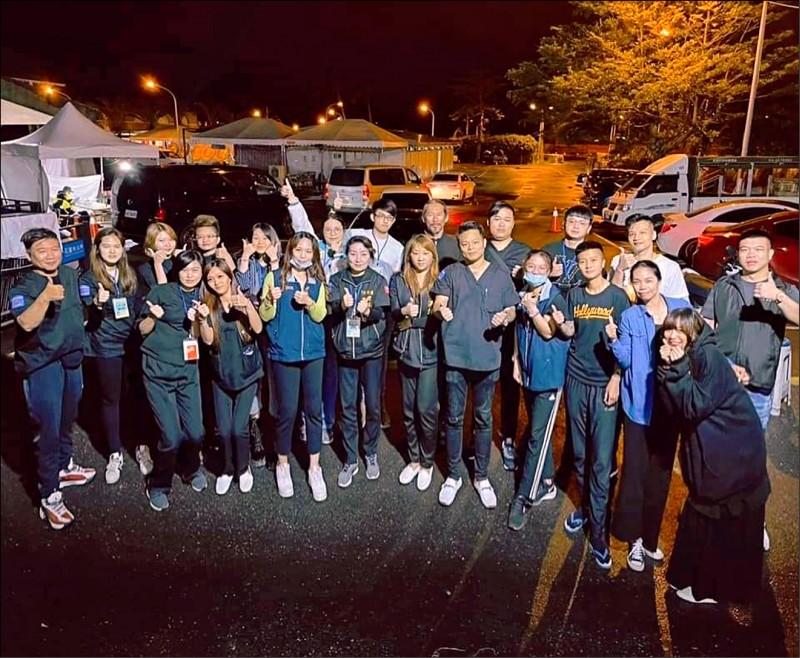 76行者團隊進駐花蓮市立殯儀館,連續13天接力修復太魯閣號事故的48具遺體。(取自76行者遺體美容修復團隊臉書)