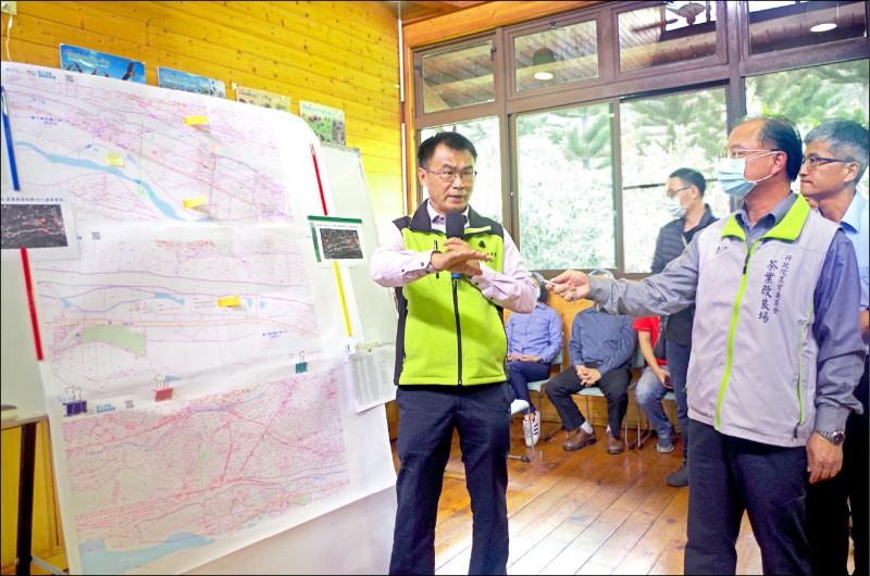 農委會主委陳吉仲(左一)昨拍板茶業改良場南遷嘉義。(記者王善嬿攝)