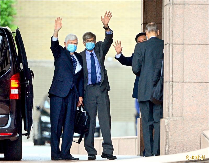 美國前聯邦參議員陶德(左起)、前副國務卿史坦伯等參訪團一行,到行政院拜會院長蘇貞昌。(記者王藝菘攝)