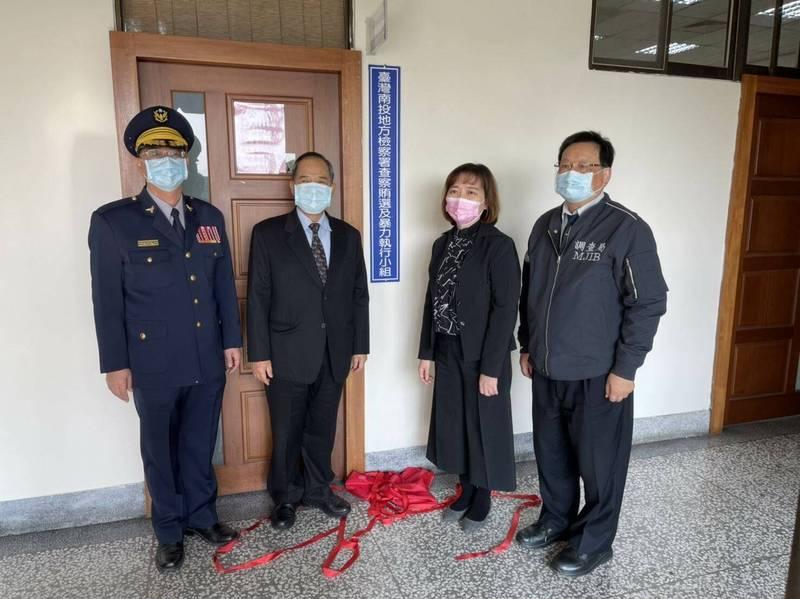 南投地檢署檢察長張曉雯(右2)下月初將調任嘉義地檢署檢察長。(記者陳鳳麗翻攝)
