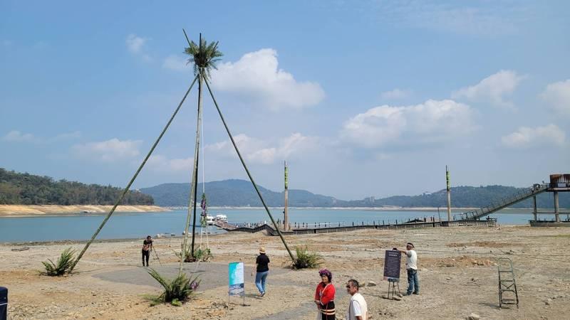 睽違60年,日月潭邵族再度於潭畔舉辦「鞦韆祭」。(南投縣文化局提供)