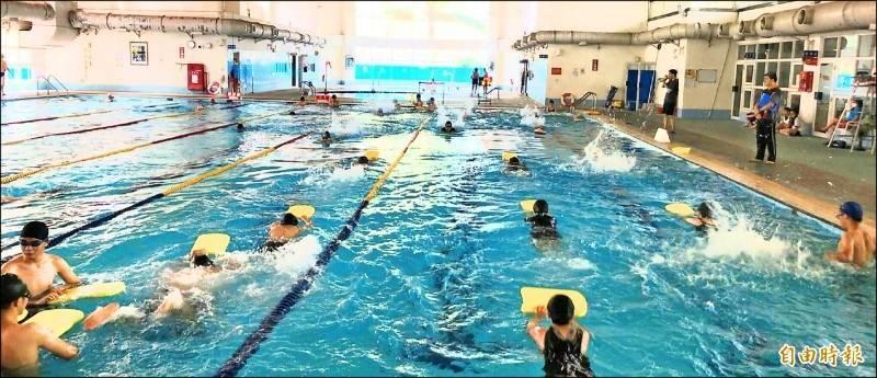 高雄市抗旱,私立游泳池明起停止供水。(資料照)