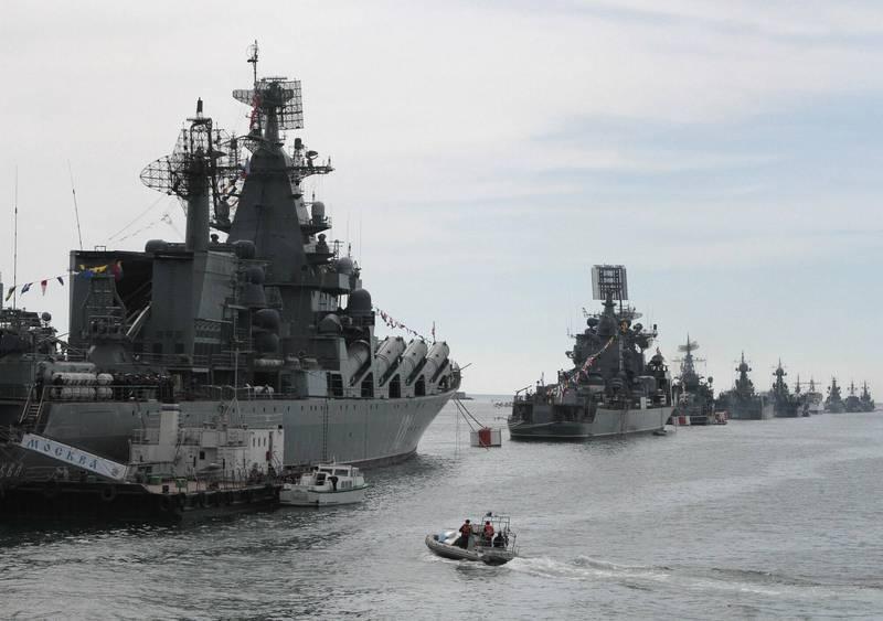 2014年5月俄羅斯軍艦停泊在塞凡堡港。(路透檔案照)