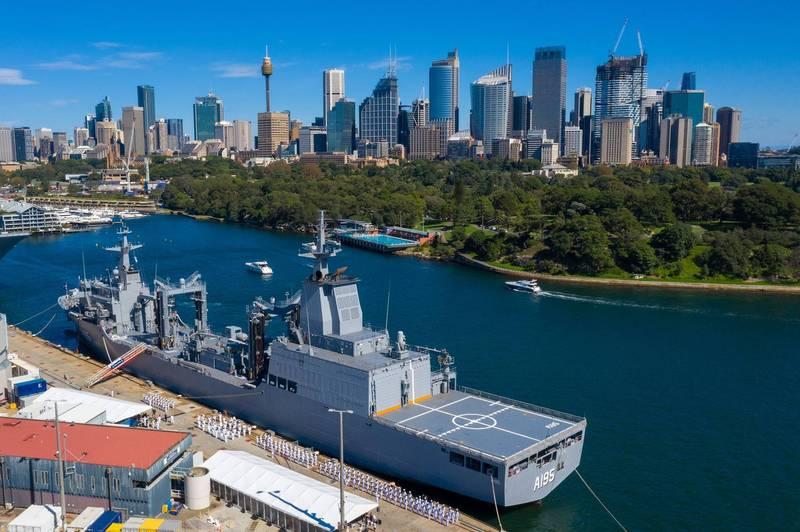 澳洲補給艦「補給號」上週六啟用,卻因請來辣妹熱舞失焦。(圖片取自Royal Australian Navy推特)