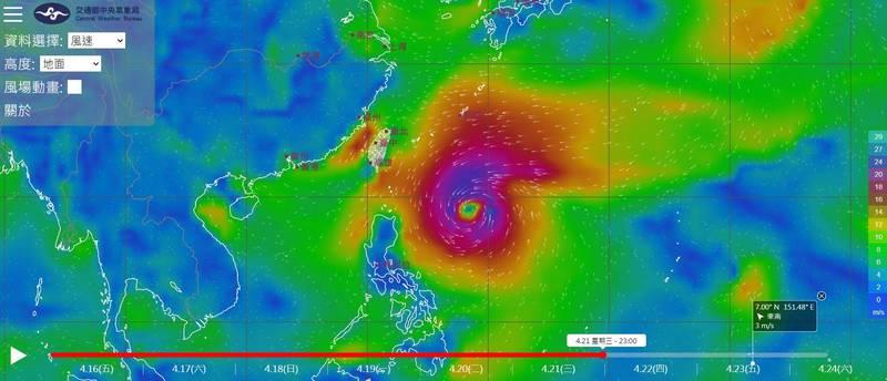 氣象局官網「風場預報顯示圖」最新模擬結果,2號颱舒力基目前仍在菲律賓東南方海面朝西北方前進。(圖取自中央氣象局)