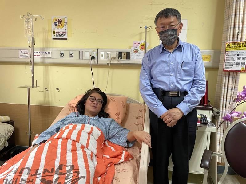 台北市長柯文哲昨天到醫院關切陳玉珍病情。(陳玉珍提供)