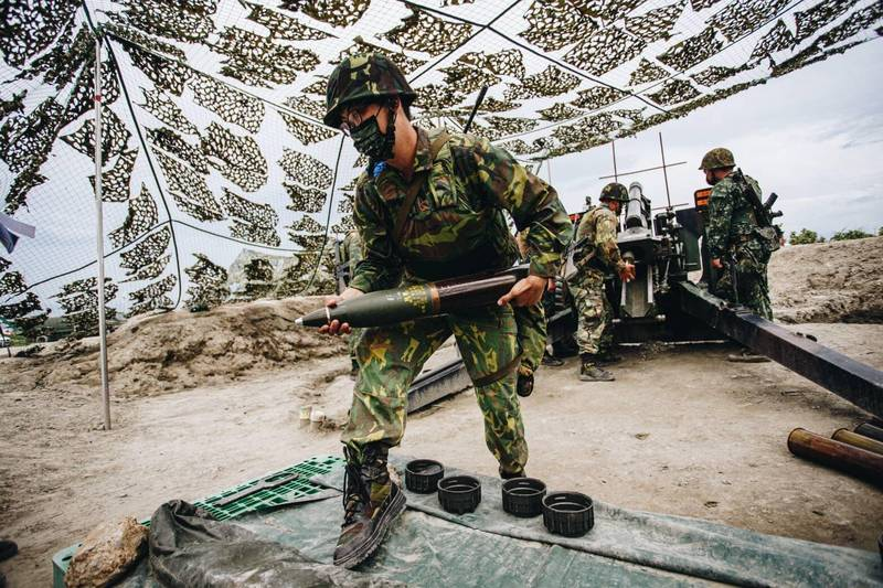 國軍持續推動後備改革,圖為後備軍人參與漢光演習火砲實彈射擊。(取自國防部發言人臉書)