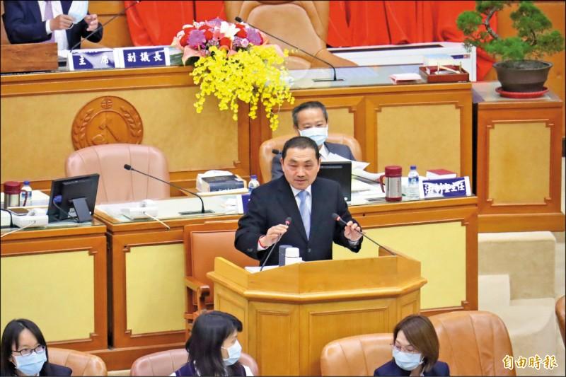 新北市長侯友宜昨天到市議會進行施政報告,宣布市府明年將成立青年事務局。(記者翁聿煌攝)