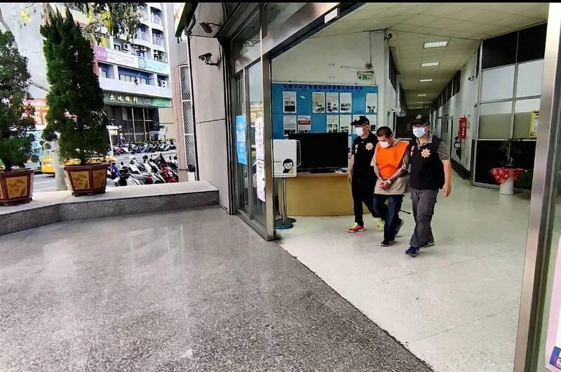 劉姓光電業者被高市刑大幹員在他車上搜出槍毒。(記者黃佳琳翻攝)