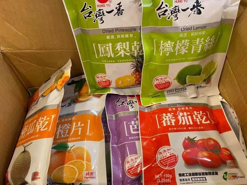駐美代表蕭美琴收到台南市長黃偉哲寄送的台灣果乾,貼臉文分享來自家鄉的祝福。(擷自蕭美琴臉書)