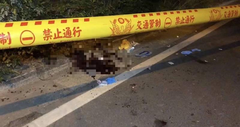 台南仁德傳出砍人案,案發現場留有大片血跡,警方已掌握涉案車輛及數名人士追緝中。(記者萬于甄攝)
