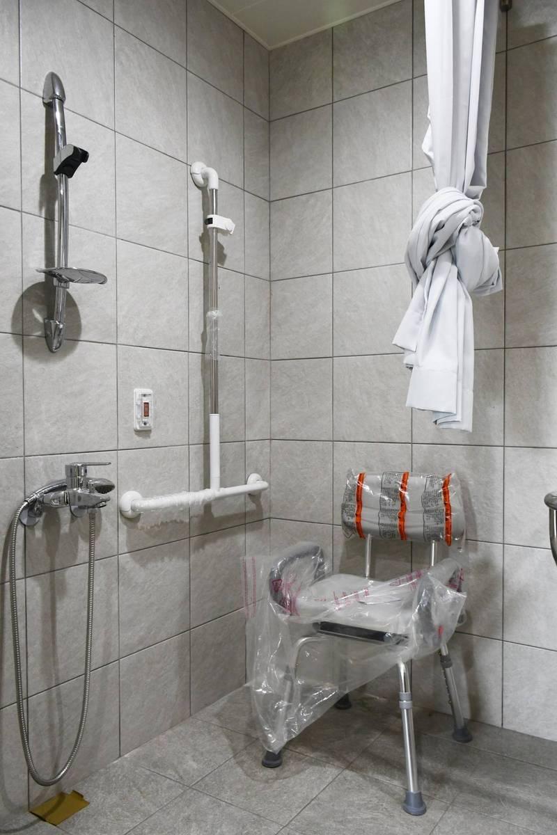 瑞光社宅無障礙房型的廁所。(台北市都發局提供)