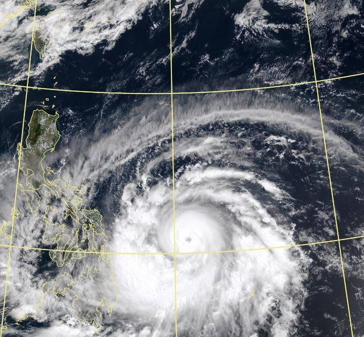 吳德榮表示,舒力基路徑持續西修,有可能穿過菲律賓再迴轉,距離台灣更近,未來是否帶來降雨,仍待後續觀察。(擷取自中央氣象局)