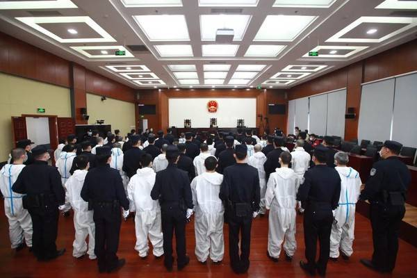 台灣詐騙集團2016年在西班牙對中國居民進行詐騙,46名罪犯陸續被引渡押解至中國,最重被判處有期徒刑13年,最輕則是有期徒刑4年6個月。(圖擷取自微博)