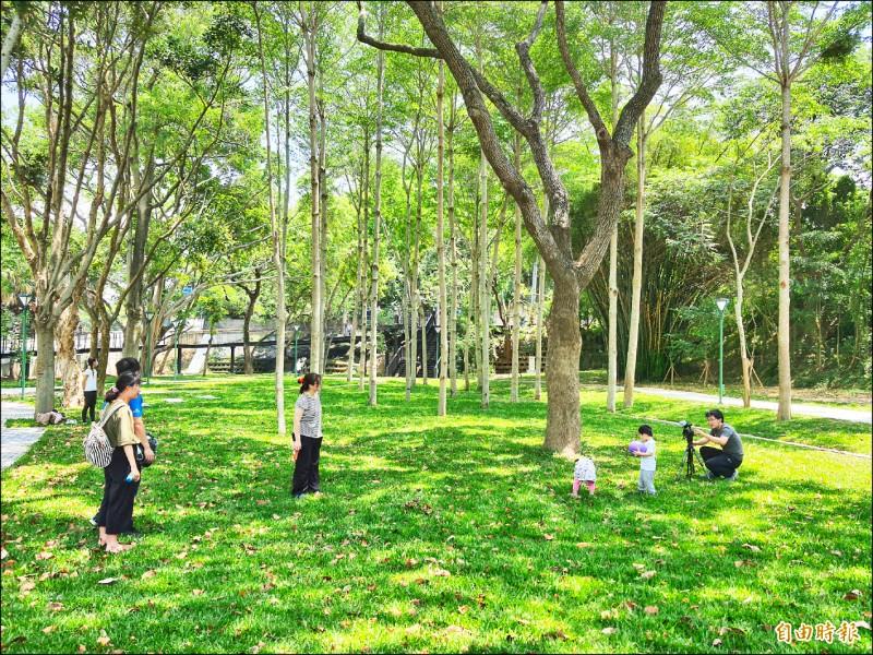 新竹市政府推動「進擊的公園」改造工程,已完成23座公園的改造。(記者洪美秀攝)