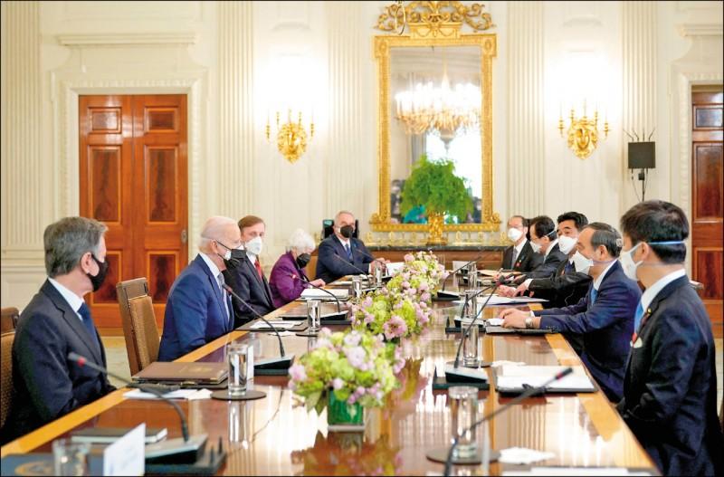 美日聯合聲明提及台灣及台海和平穩定重要性,並關切新疆與香港問題。對此,中國駐美與駐日大使館分別出面回應,斥責美日兩國搞「小圈子」,強調中國根本利益不容干涉。(法新社)