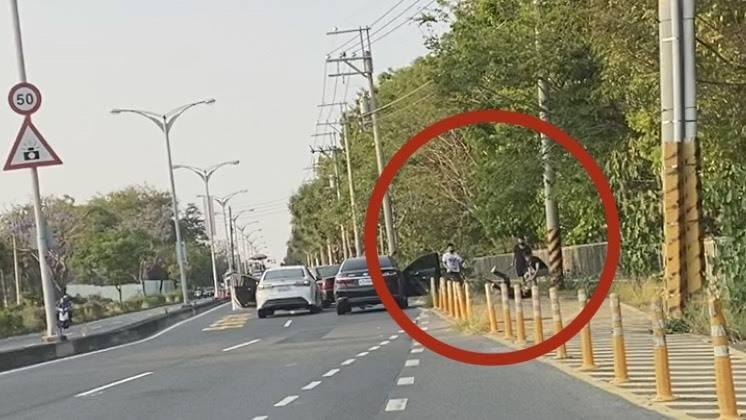 台南仁德發生2名男子遭一群惡煞圍砍,警方全力追緝。(民眾提供)