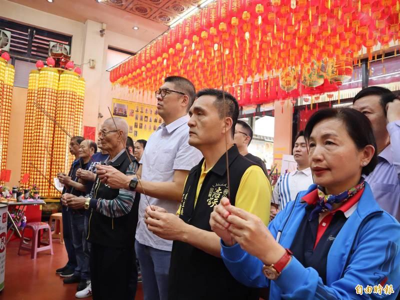 國民黨智庫副董事長連勝文到梧棲浩天宮參拜。(記者歐素美攝)