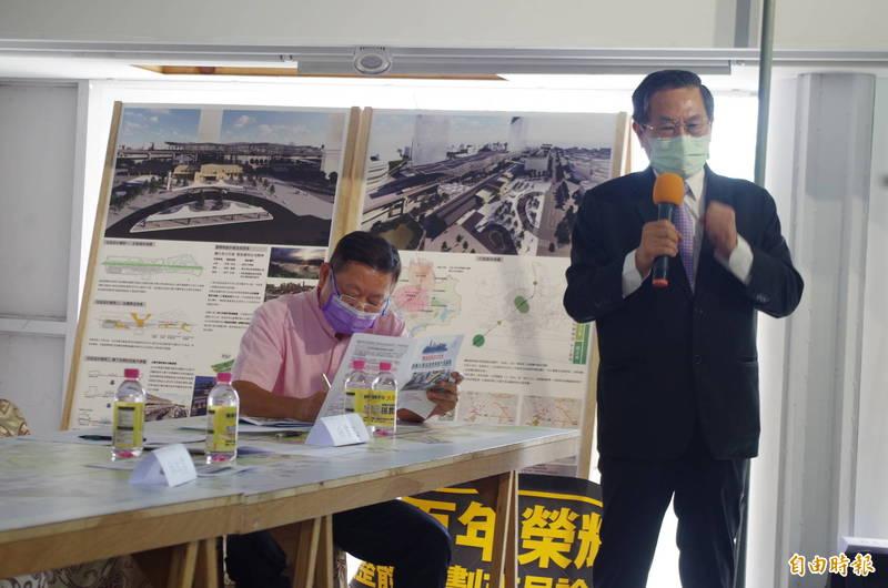 前嘉義市長涂醒哲今現身市民論壇,認為鐵路高架化等公共工程,應有市民持續參與。(記者王善嬿攝)