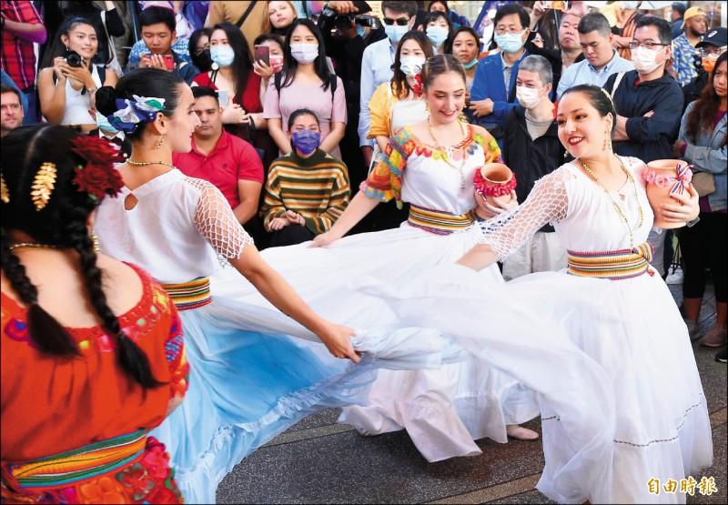 加勒比海文化節,現場有舞蹈表演。(記者簡榮豐攝)