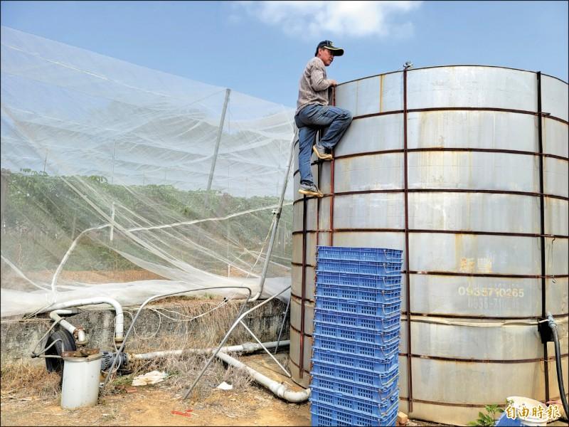大坪頂但許多水井也面臨枯竭,水塔常見底。(記者佟振國攝)
