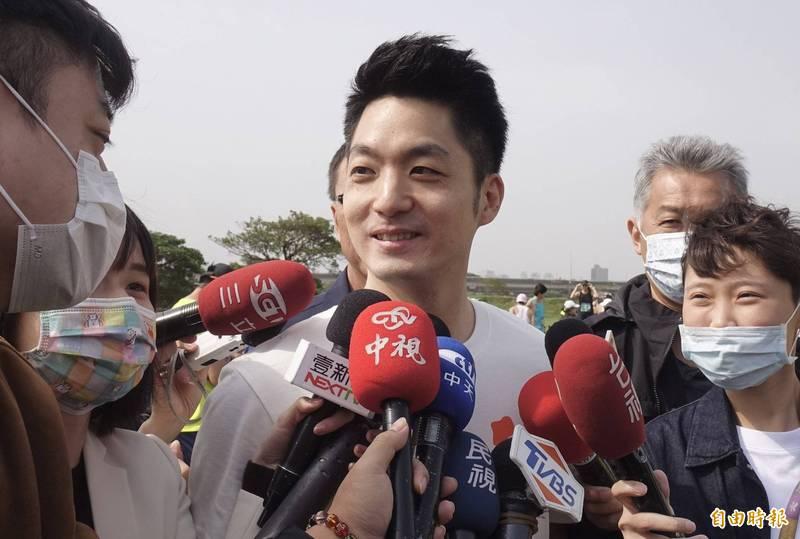 國民黨立委蔣萬安18日出席2021台北科技盃愛地球公益路跑活動。(記者簡榮豐攝)