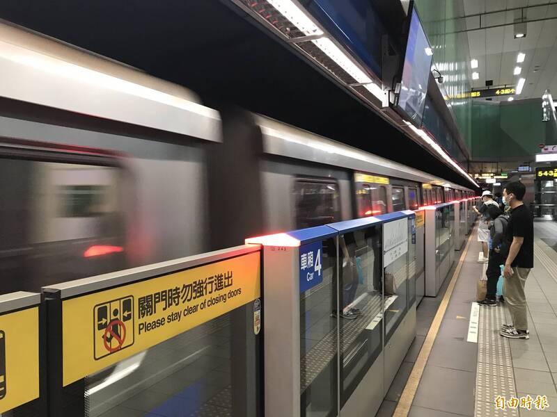 今晚連2震,台北捷運公司依SOP進行慢速巡軌中,目前回報並無異常,仍正常行駛。(資料照)