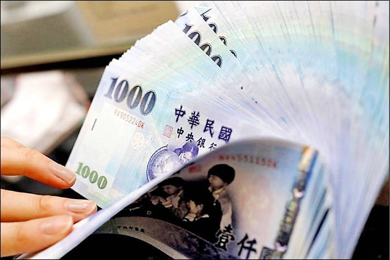 A teller counts NT$1,000 notes at a bank in Taipei on Feb. 23, 2017. Photo: Tyrone Siu, Reuters