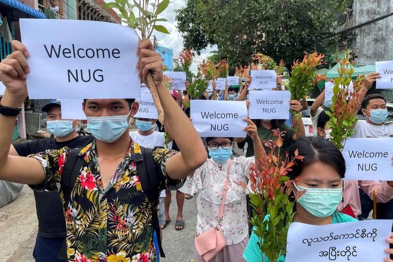 今日有緬甸民眾上街遊行,表達支持反對派組成的「全國團結政府」(NUG)。(路透)