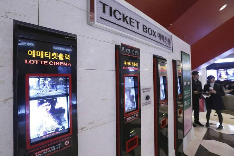 南韓樂天影城世界塔分店,有員工在打掃時撿到1.2億韓元(約新台幣300萬元)的支票。樂天影城示意圖。(美聯社)