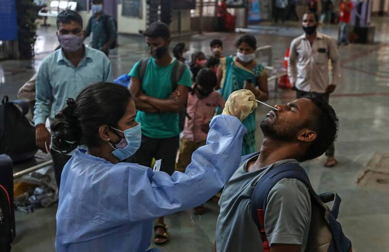 印度第2波武漢肺炎疫情急速惡化,醫生也發現,這一波疫情以年輕患者居多。(歐新社)
