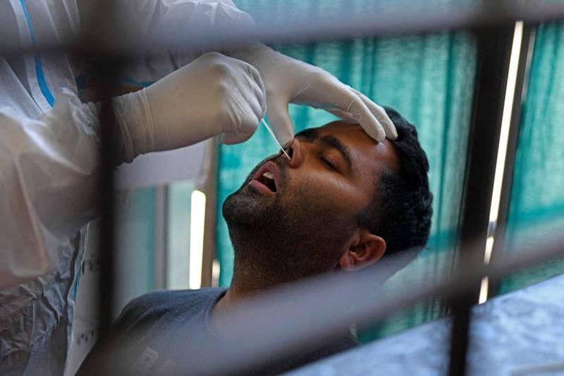 武漢肺炎印度變種病毒產生雙重突變,可能更具傳染力且能弱化疫苗效力。(法新社)