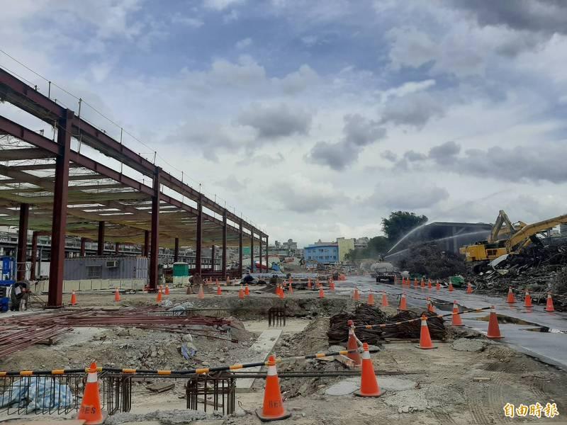 台北市第一果菜及萬大魚類批發市場改建案之中繼市場大樓工程延宕(記者郭安家攝)