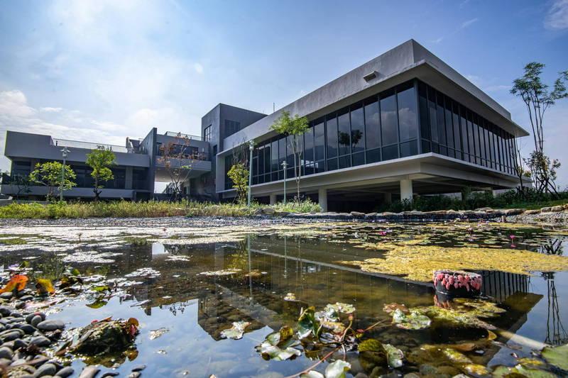 南投縣埔里福興溫泉區遊客中心等公共設施已施設完成。(南投縣政府提供)