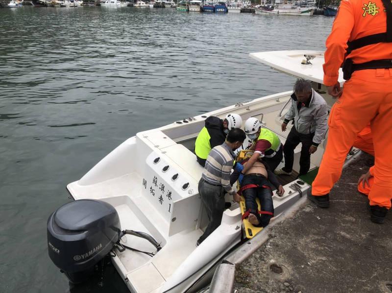 烏石港1字堤防,稍早傳出有2名釣客落海。(記者林敬倫翻攝)