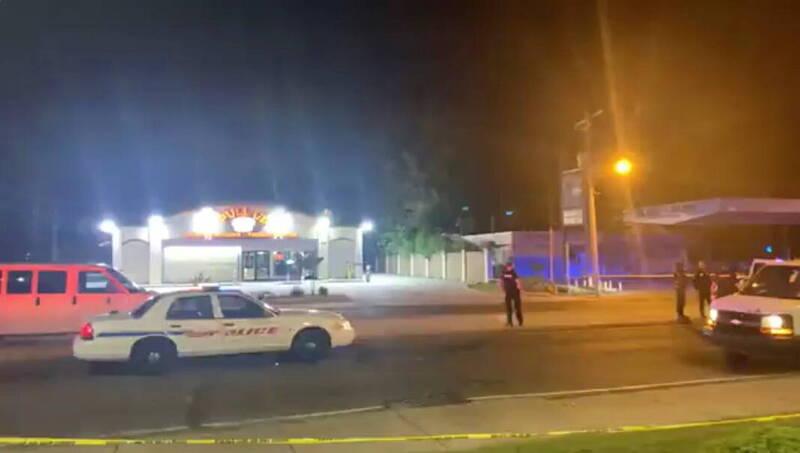 美國路易斯安那州希瑞夫港(Shreveport)一間酒類專賣店18日晚間驚傳槍響,有5人遭到槍擊,傷勢危急。(路透)