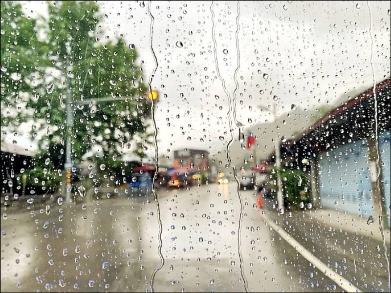 南投、嘉義至高雄山區昨日出現零星熱對流降雨。(高雄市議員康裕成提供)