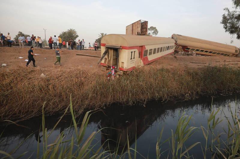 埃及18日驚傳列車出軌的嚴重事故,造成至少11人死亡、98人受傷,當局為此展開緊急救援。(歐新社)