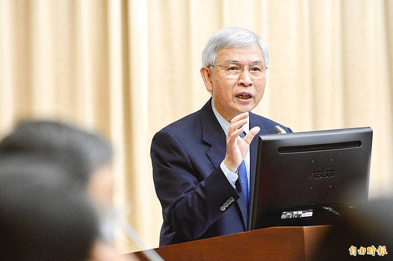 Central bank Governor Yang Chin-long speaks at a meeting of the legislature's Finance Committee in Taipei yesterday. Photo: George Tsorng, Taipei Times