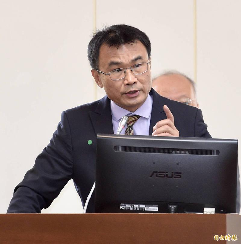 農委會主委陳吉仲表示,會從檢驗、監測及求償手段維護漁民權益,政府一定跟漁民站在一起。(記者羅沛德攝)